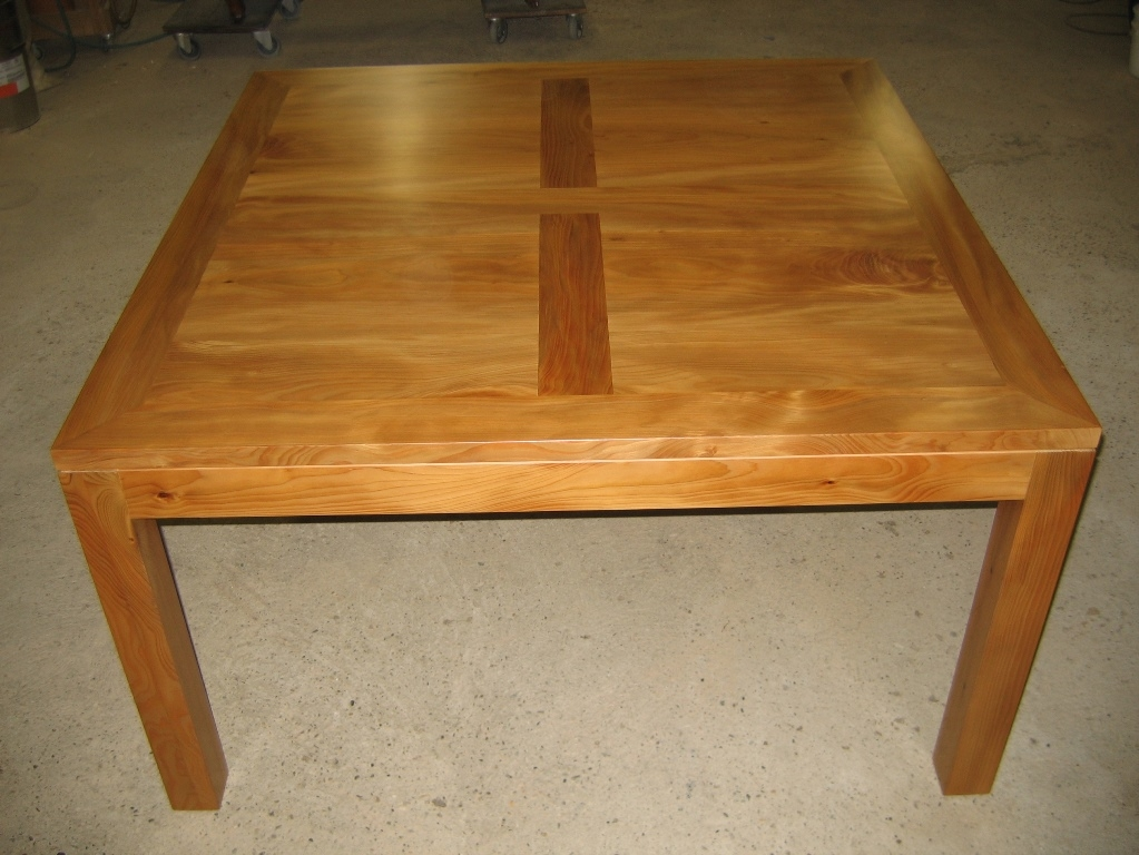 TABLE CARREE