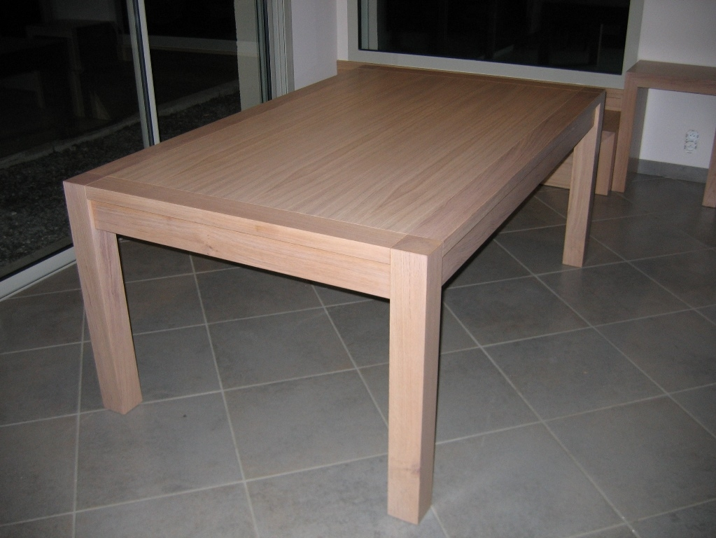 TABLE PERRET